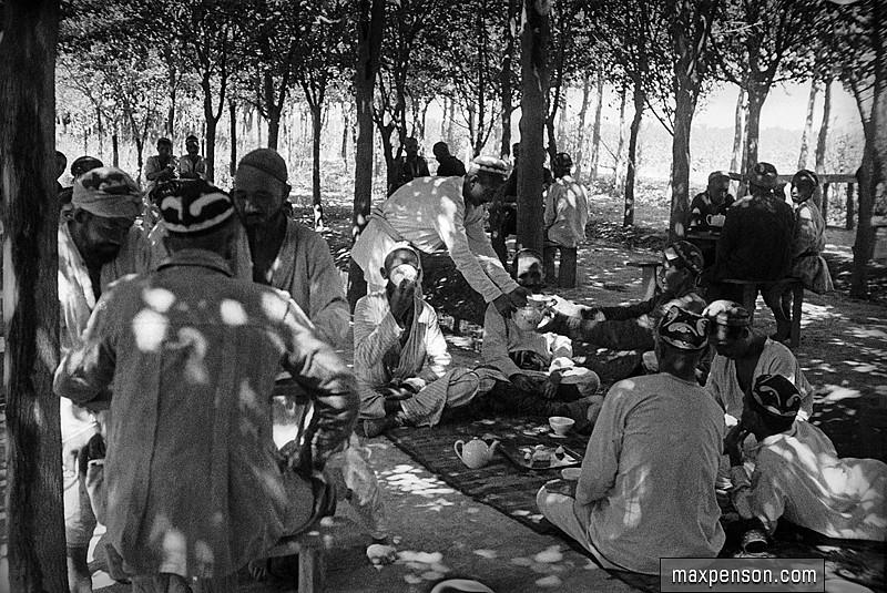 Узбекская чайхана на фотографии Макса Пенсона