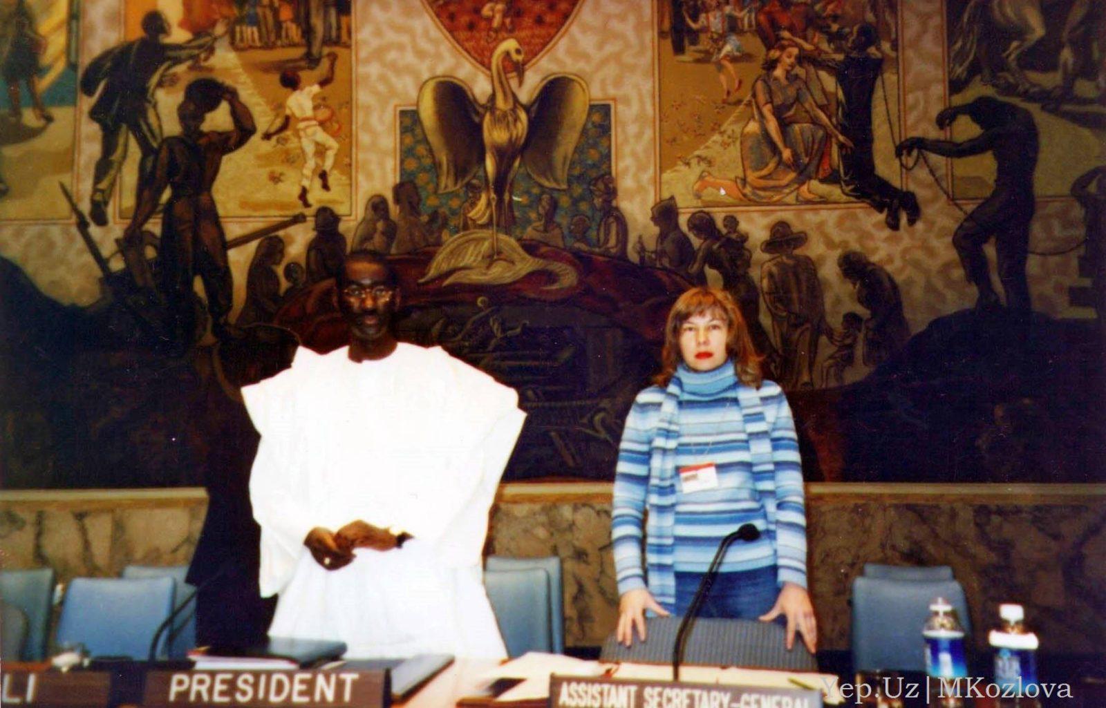 Марина Козлова в Совете Безопасности ООН перед картиной Пера Крога