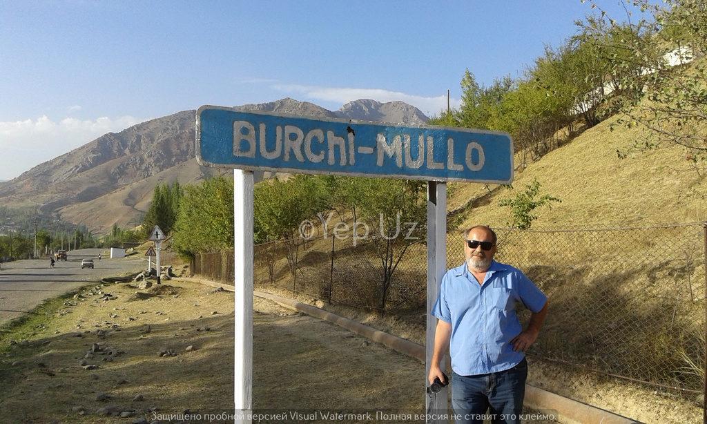Фотография Владимира на фоне знака Бричмуллы
