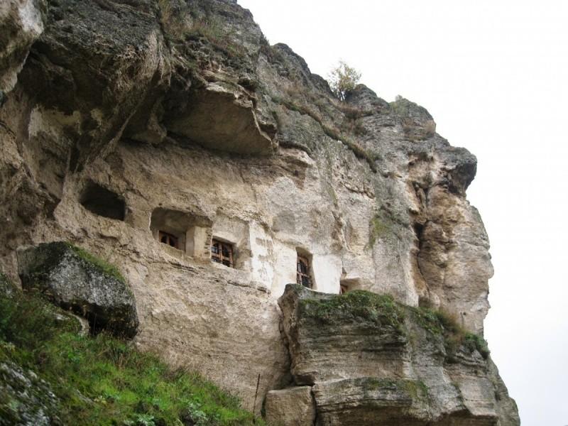 Пещерные скиты в Старом Орхее