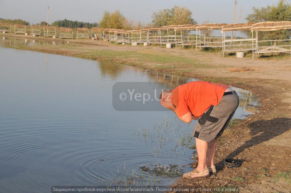 Владимир умывается в озере Яллама
