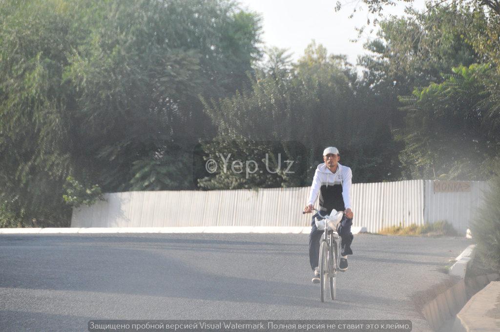 Местный велосипедист в Ялламе
