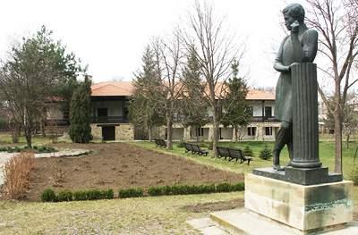 Памятник Пушкину в музее-усадьбе семьи Ралли в Молдове
