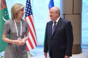 Советник президента США Элизабет Шервуд-Рэндалл и министр иностранных дел Узбекистана Абдулазиз Камилов